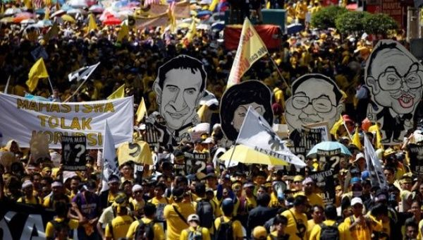 Thousands march in Malaysian capital calling for PM Najib to step down