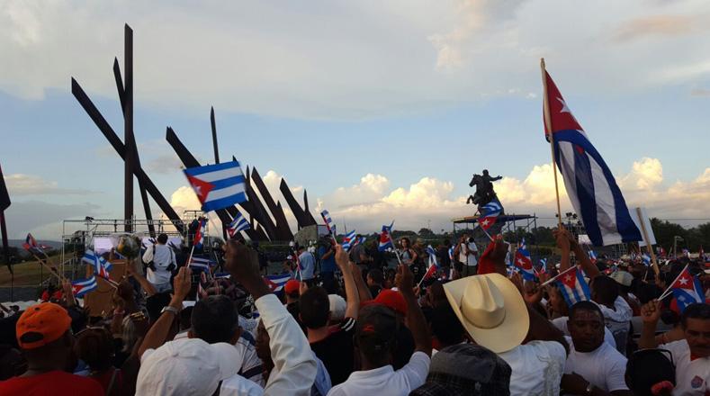 Llegan cenizas de Fidel Castro a Santiago, su última morada