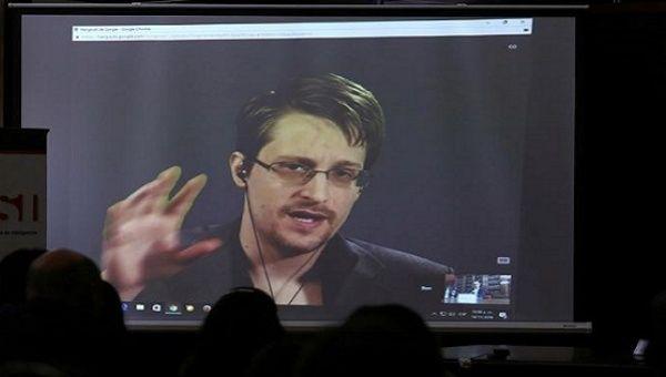 More Than 1 Million People Urge Obama to Pardon Snowden