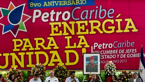 Maduro taps top aides to lead Venezuela constitution rewrite