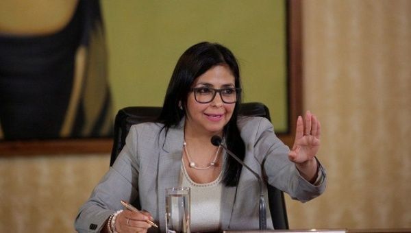 Maduro taps top aides to lead Venezuela constitution rewrite