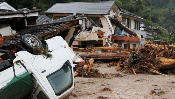 Tifón llega a Japón con lluvias torrenciales