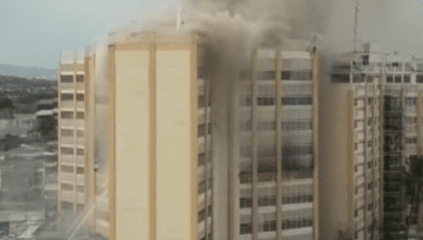 1 dead, others rescued from roof in Salvadoran tower fire