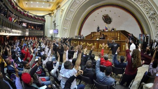 Venezuelan opposition leader takes refuge in Chilean embassy