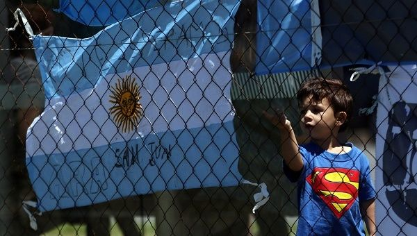 Search for Argentina submarine and its 44 crew to continue