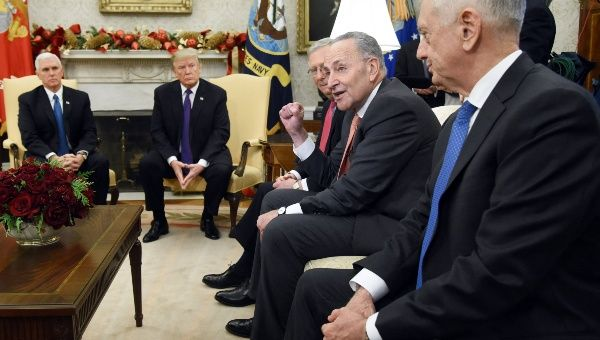 Trump responsabiliza a demócratas de un posible cierre del gobierno