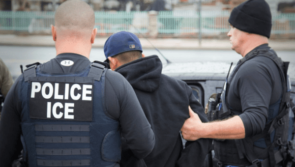 US immigration agents raid 7-Eleven stores