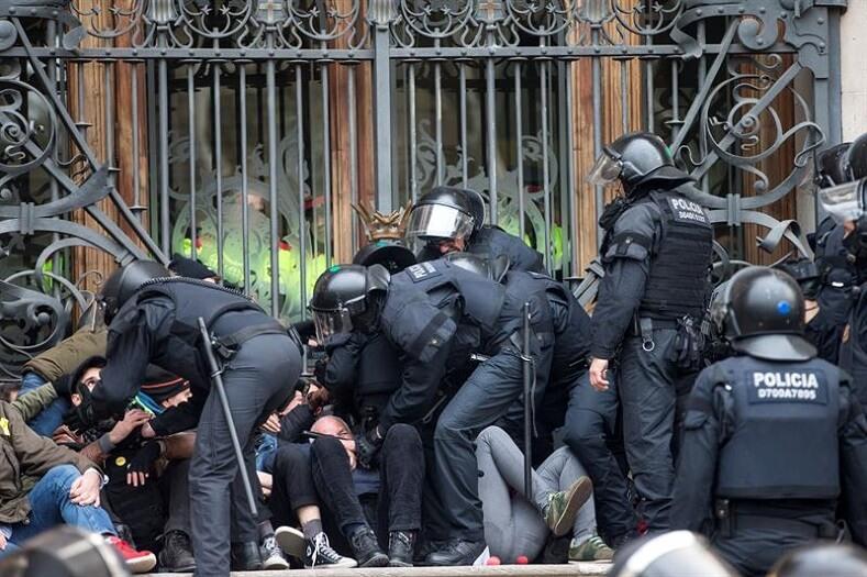 Catalan separatist Anna Gabriel flees Spain to seek exile in Geneva