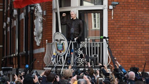 Ecuador suspends Assange's ability to communicate with the world via Internet