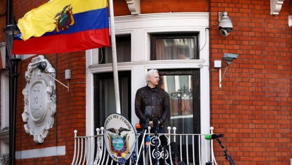 I've never been in favor of Wikileaks' activities, says Ecuador president