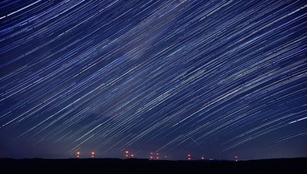On Earth see the peak of the meteor shower of Perseids
