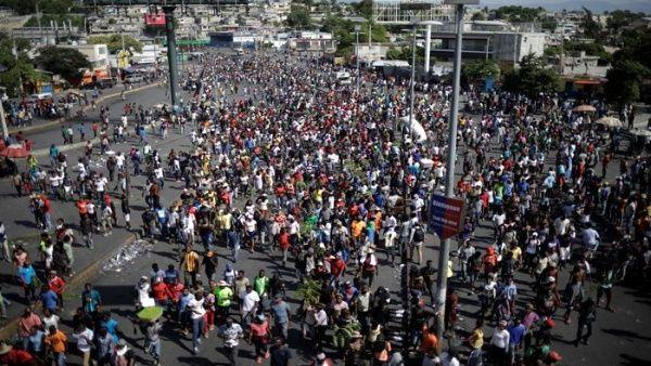 Días antes, trabajadores del sector textil, maestros y estudiantes también manifestaron para exigir la salida del mandatario Moïse.