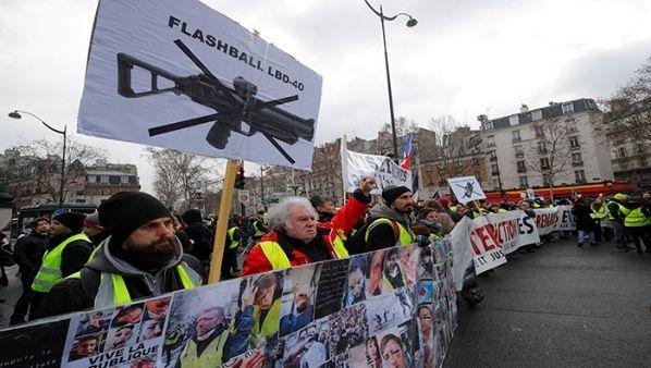 Los 'chalecos amarillos' denuncian la violencia policial