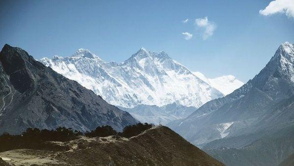 Glaciares se derriten dejando decenas de cadáveres expuestos en el Everest