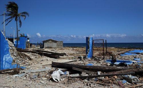 Arriba a Cuba ayuda humanitaria de Suriname luego de huracán Irma