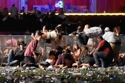 Trump rinde homenaje a víctimas del tiroteo en Las Vegas