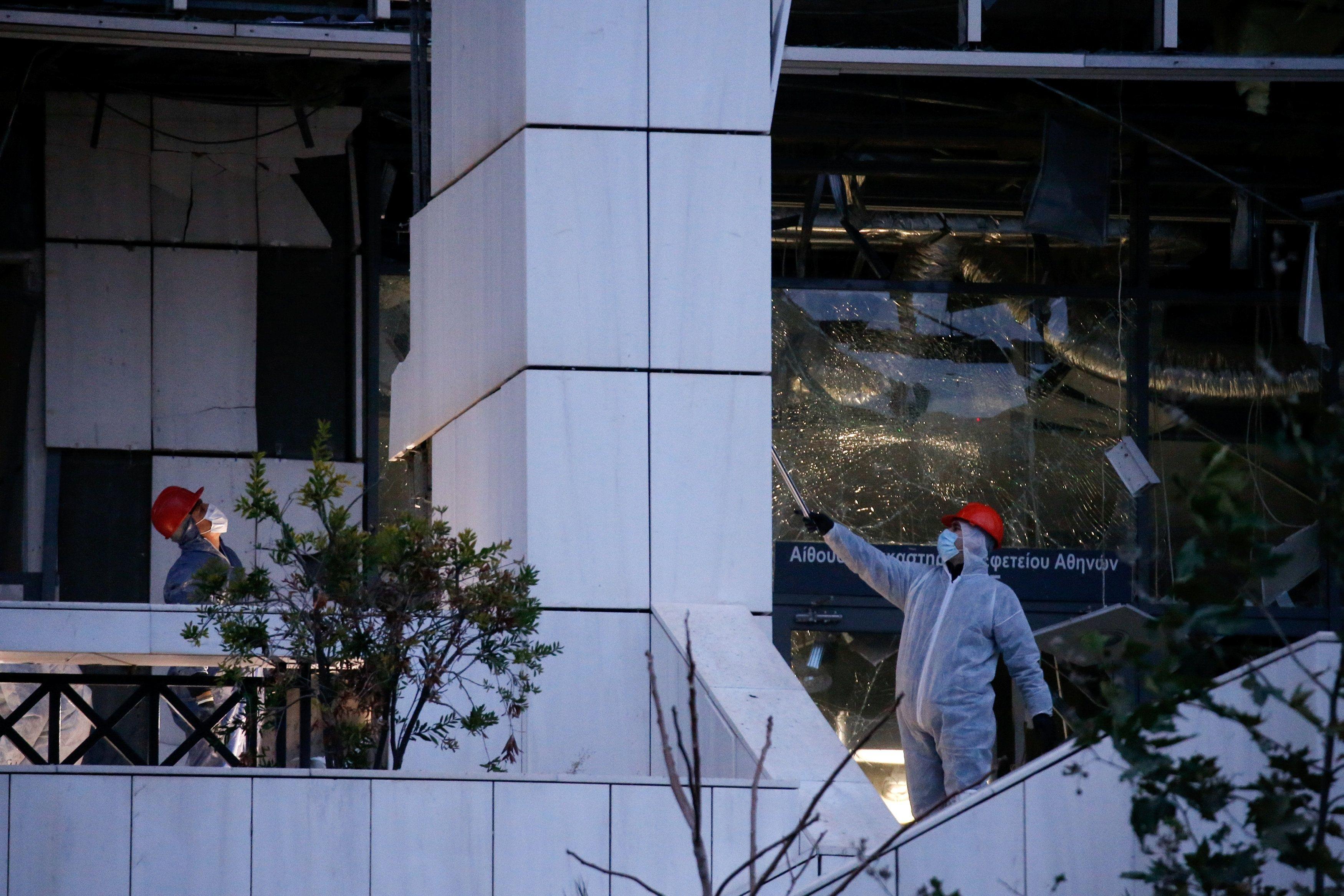 Bomba estalló frente a un tribunal en Atenas — Grecia