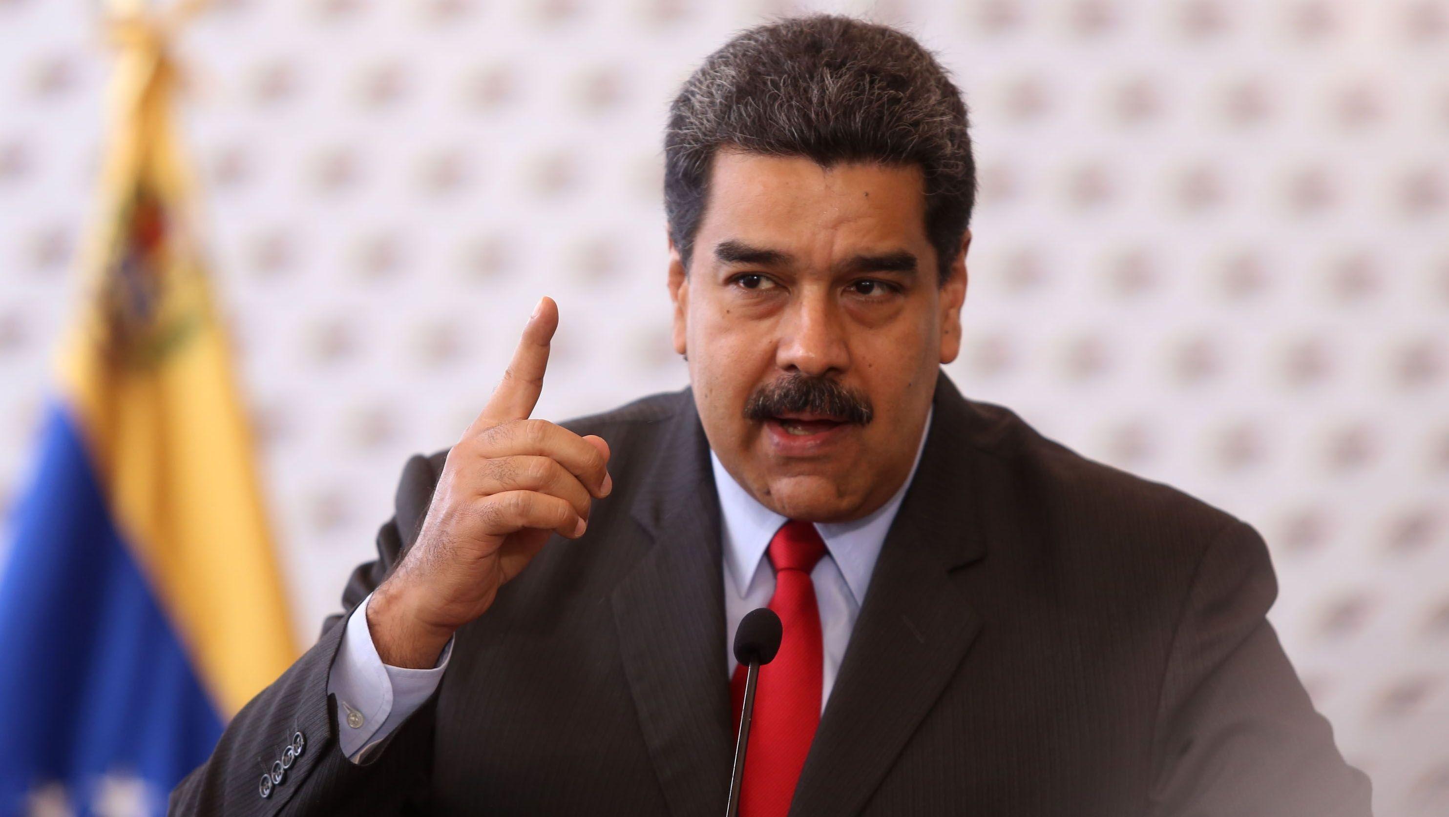 Intención de voto por Maduro crece al 52%