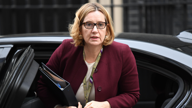 Dimite la ministra del Interior del Reino Unido