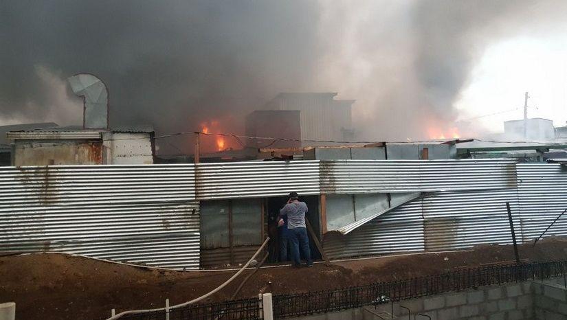 Incendio consume el Mercado Oriental