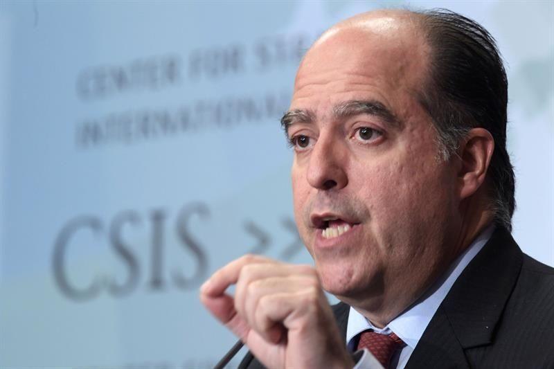 Borges dice estar seguro en Colombia tras orden de captura