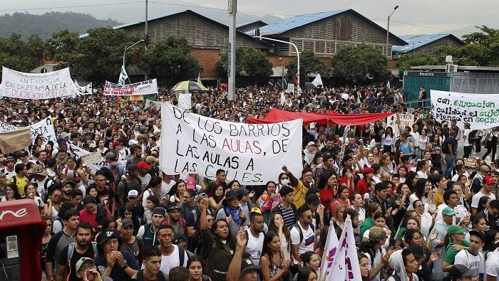 Los jóvenes se han organizado en masivas marchas culturales