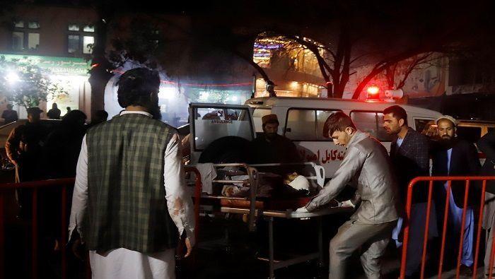 Atentado suicida en Kabul deja más de 50 muertos
