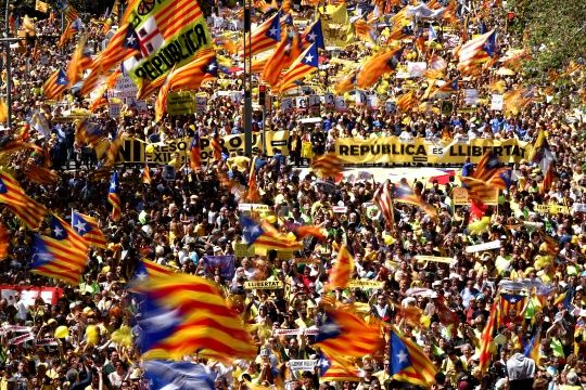 Huge rally in Barcelona demands release of jailed Catalonian leaders
